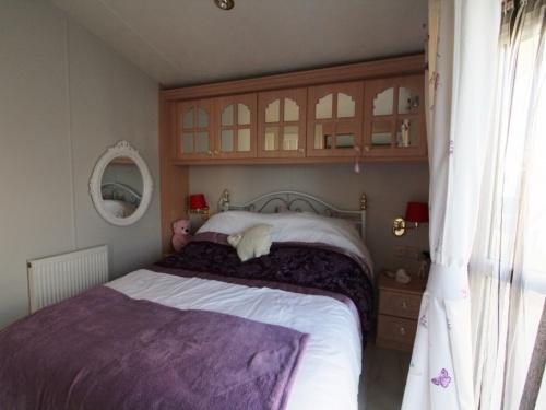 WILLERBY LYNDHURST MOBILE HOME IN SPAIN 45LP 10