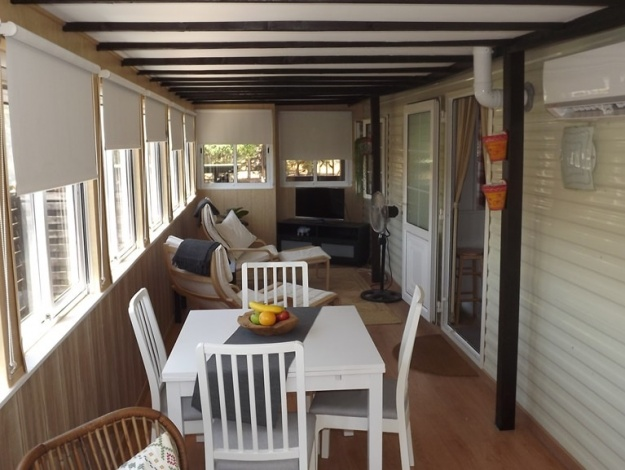 BK Bluebird Sheraton mobile home in Spain 104LP decking area